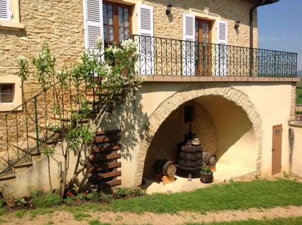 Location vacances Pouilly-le-Monial -  Gite - 4 personnes - Salon de jardin - Photo N° 1