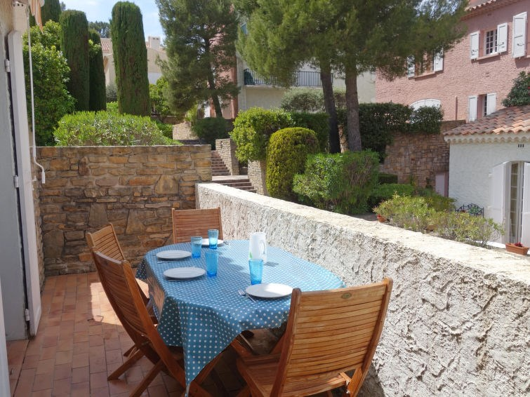 Location vacances Saint-Cyr-sur-Mer -  Appartement - 6 personnes - Salon de jardin - Photo N° 1