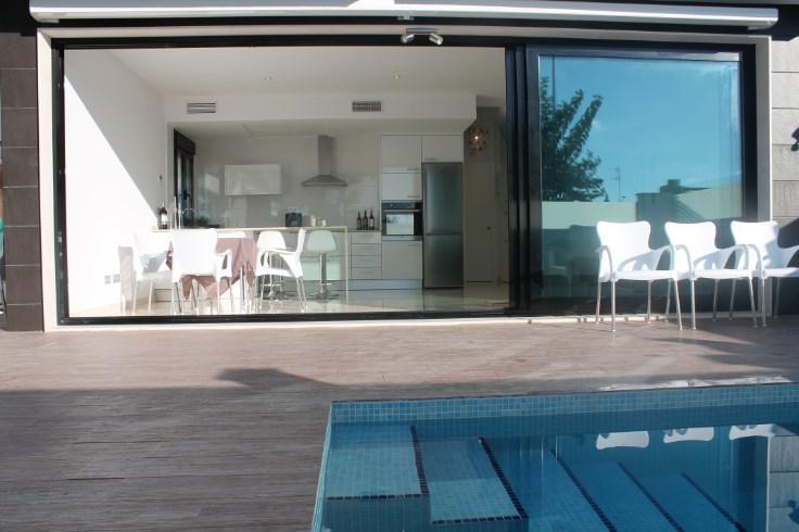 Nieuwe luxe-villa met privé zwembad.