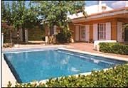 Villa indépendante et confortable dans un beau jardin Méditerranéen. Almetlla de Mar, 120 km au sud de Barcelone.