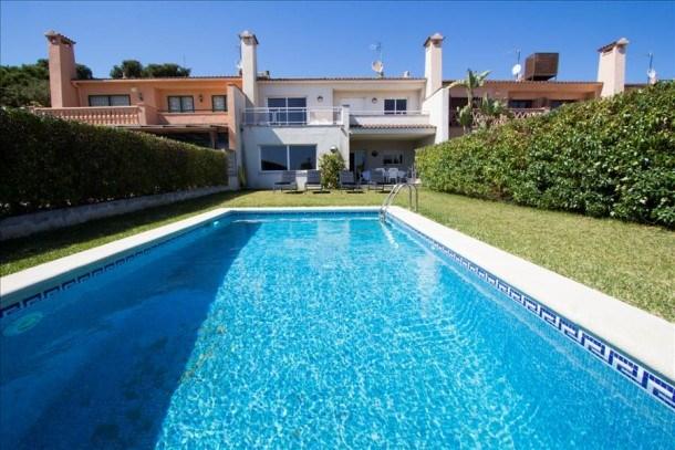 Catalunya Casas: Spacieuse villa sur la Costa Dorada pour 10, à seulement 100m de la plage!