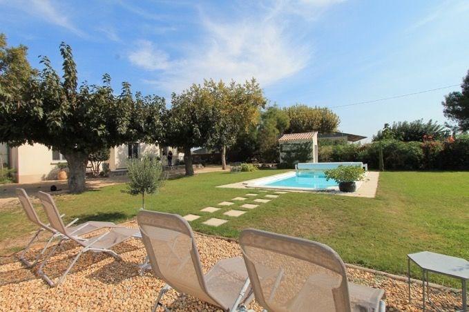 Fleurs du Sud est une belle maison de plain-pied qui a été rénovée très récemment, située à Chateaurenard (Provence-A...