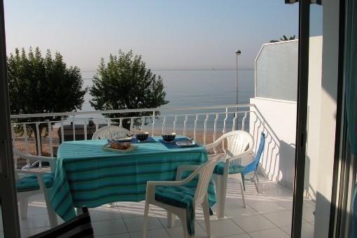 GOLFE JUAN Appartement 2 pieces terrasse face a la mer