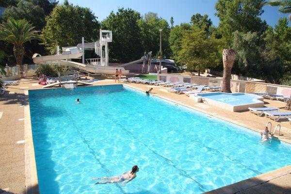 Véritable village de vacances dans le Var sur 6 hectares de 260 emplacements dont cinquante mobil home locatifs.