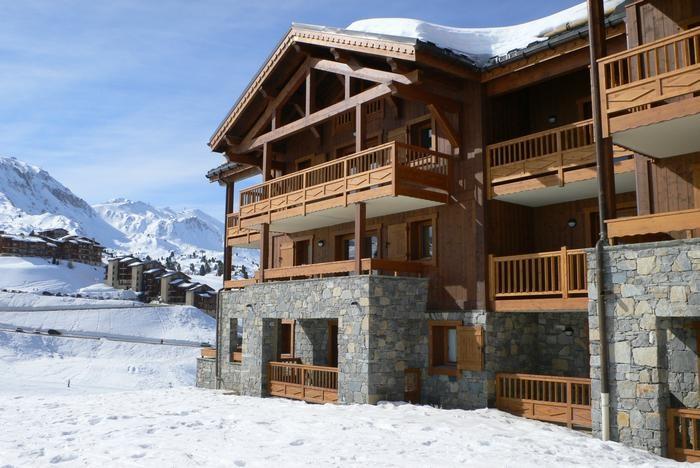vue appartement  skis aux pieds