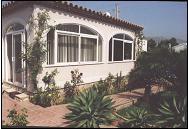 20% de réduction / semaine. Confortable villa indépendante profitant de sa piscine privée et proche mer.