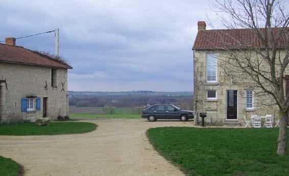 gites fortifié et panoramique de gauche a droite