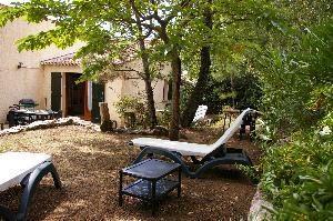 maison  terrasse et partie du jardin