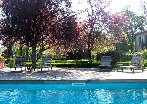 Dans un parc de 7 hectares bordé par la rivière Tarn au cœur du vignoble gaillacois, gîte indépen...