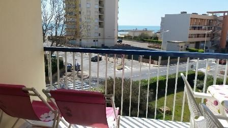 Location vacances Valras-Plage -  Appartement - 6 personnes - Salon de jardin - Photo N° 1