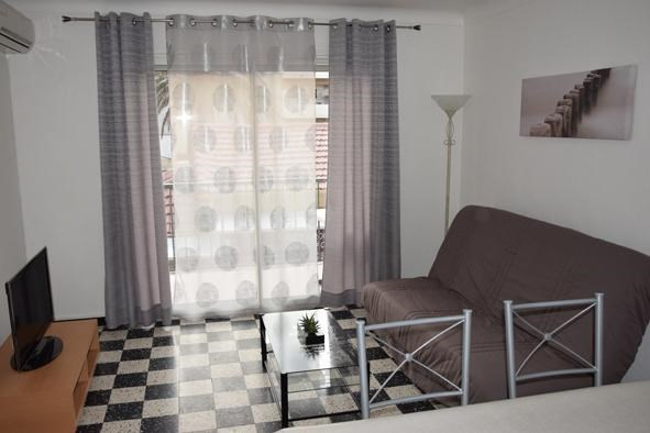Location vacances Canet-en-Roussillon -  Appartement - 4 personnes - Salon de jardin - Photo N° 1