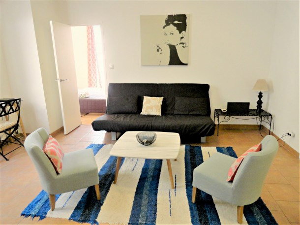 Lovely and Large 1 Bedroom with Balcony