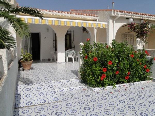 Location vacances Torrevieja -  Maison - 6 personnes - Balcon - Photo N° 1
