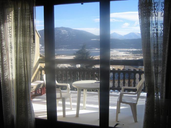 Vue sur lac et montagne, de la terrasse