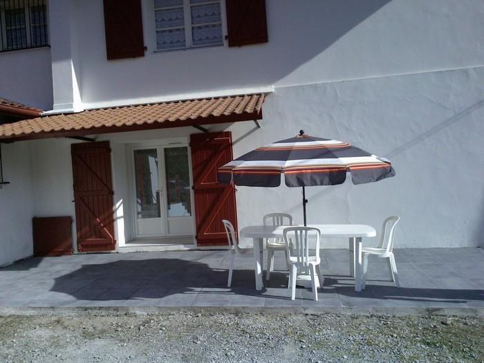 Holiday rentals Saint-Pée-sur-Nivelle - Apartment - 4 persons - Garden furniture - Photo N° 1