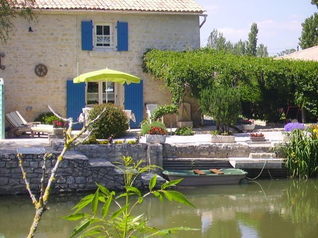 côté rivière, maison les volets bleus