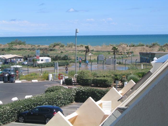 Location vacances Agde -  Appartement - 2 personnes - Salon de jardin - Photo N° 1