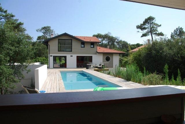 Hossegor - Very nice house with pool and fenced garden, perfectly located between lake and Ocean, around 300m from the b