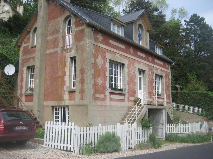 Villa coté rue
