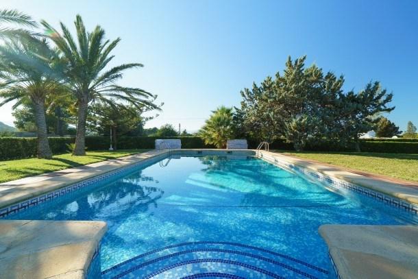 Villa w/ pool, garden & sunny patio! Ref. 159509