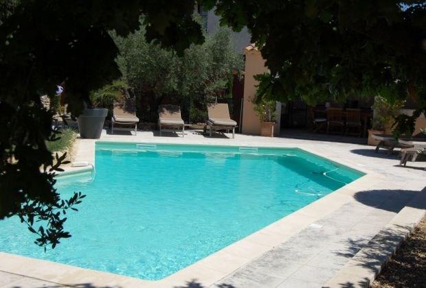 Ce gîte est situé au cœur (à environ 10 minutes à pied) du village bien connu et très typique de St Rémy de Provence...