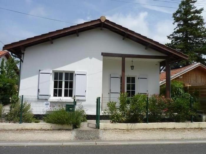 facade maison vue de la rue
