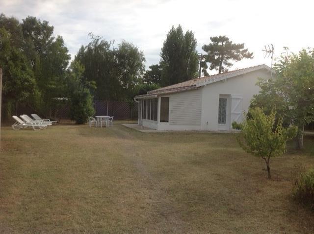 Charmant appartement situé dans une partie de maison sur jardin de 1600 m2 à seulement 300 m de la plage