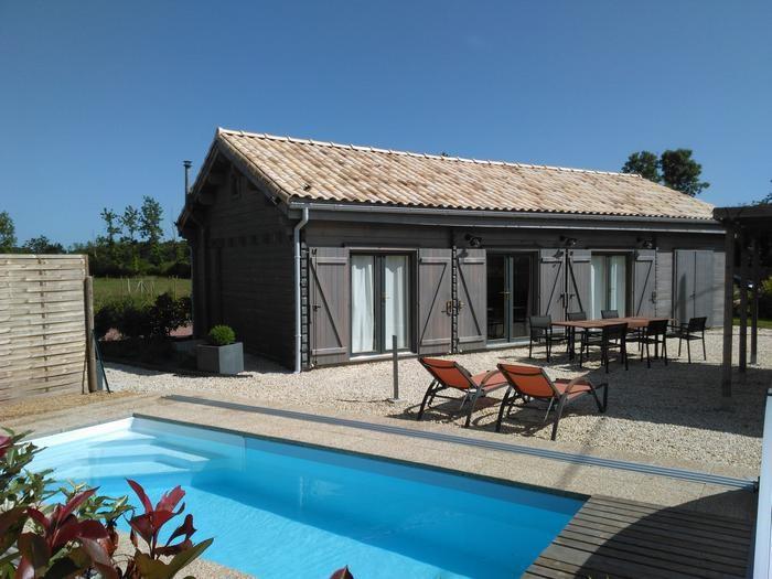 gîte extérieur  et piscine privative