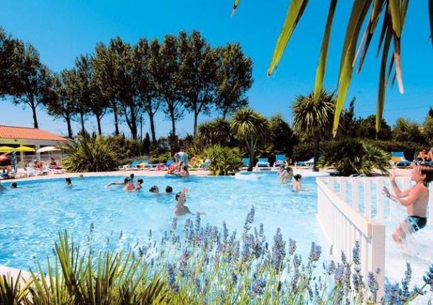 Location vacances Saint-Georges-d'Oléron -  Maison - 8 personnes - Salon de jardin - Photo N° 1