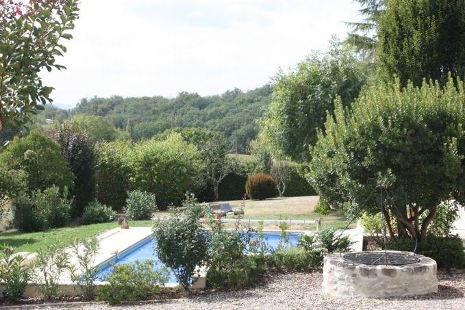 Boutouzet est une belle maison de vacances située à 2 km au nord de Villeneuve sur Lot (Dordogne). Elle combine l'atm...