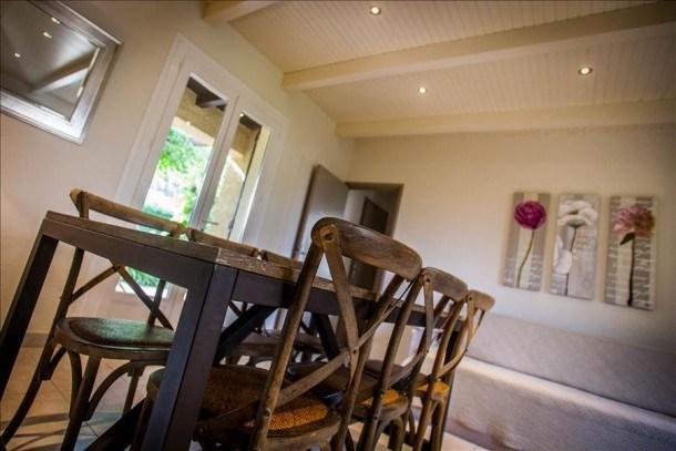 """Villa """"acacia"""" avec deux chambres, grand jardin verdoyant et ombragé à 5 min des plages, piscine"""