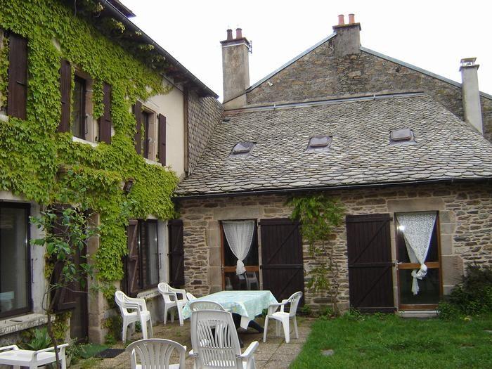 Location vacances Salles-Curan -  Maison - 7 personnes - Barbecue - Photo N° 1