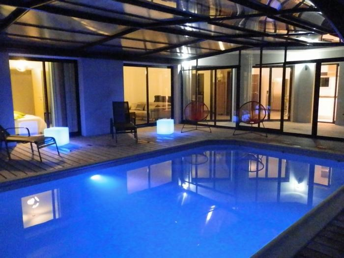 Eclairage de la piscine, la nuit tombée