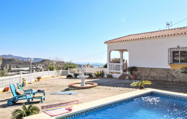 Location vacances Torrox -  Maison - 6 personnes - Barbecue - Photo N° 1
