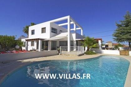 Villa OL Atho - Superbe villa moderne avec piscine privée à Calpe, situé à seulement 900 mètres de la plage.