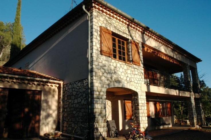 VAR - Grande villa + clim - terrain clot 3000m2 piscine