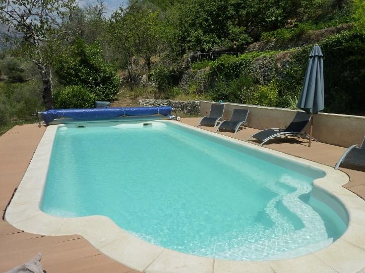 Rustiek huis met zwembad in olijfgaarden verzicht