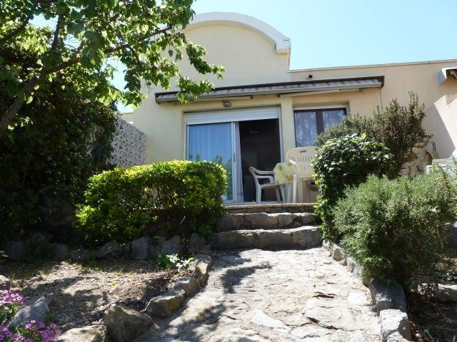 Location vacances Gruissan -  Maison - 5 personnes - Salon de jardin - Photo N° 1