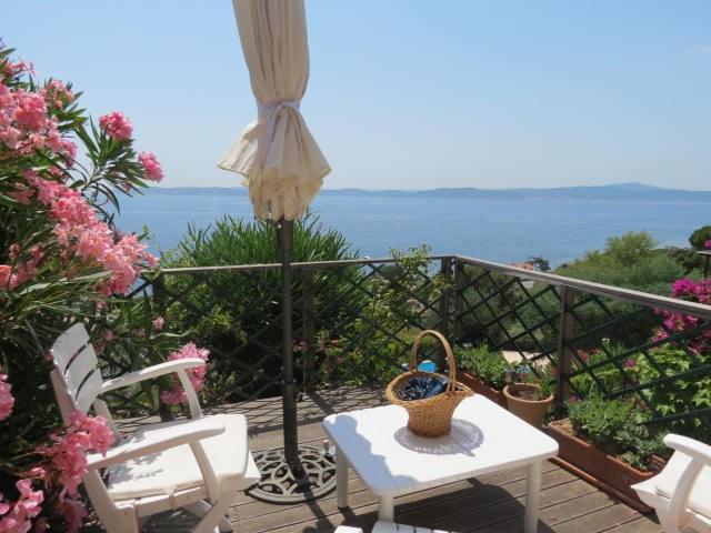Location vacances Sainte-Maxime -  Appartement - 4 personnes - Chaise longue - Photo N° 1