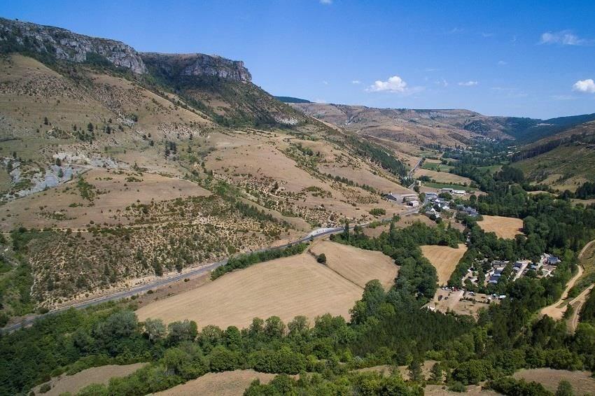Camping La Cascade, 39 emplacements, 15 locatifs