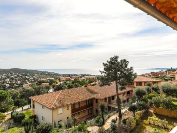 Location vacances Roquebrune-sur-Argens -  Appartement - 4 personnes - Télévision - Photo N° 1
