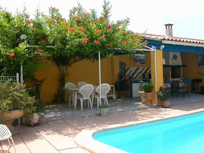 Piscine, La  Cuisine d'été et son mobilier de jardin