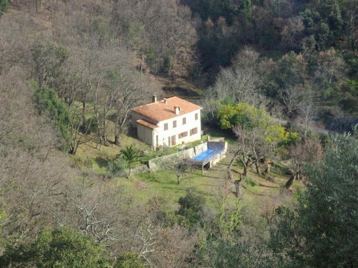 Maison vue de la colline