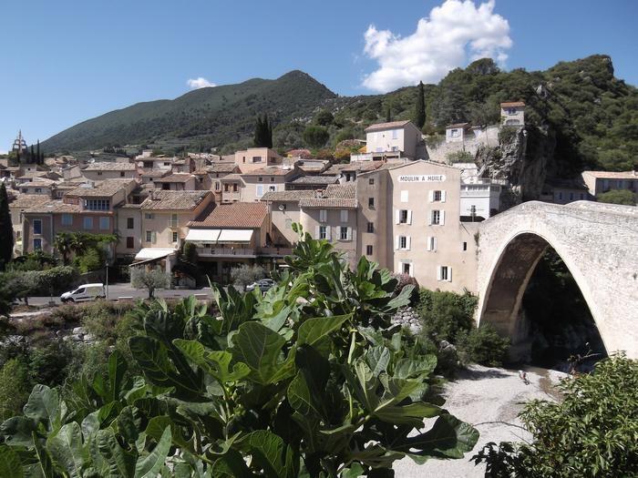 NYONS Le PETIT NICE et son Pont ROMAN