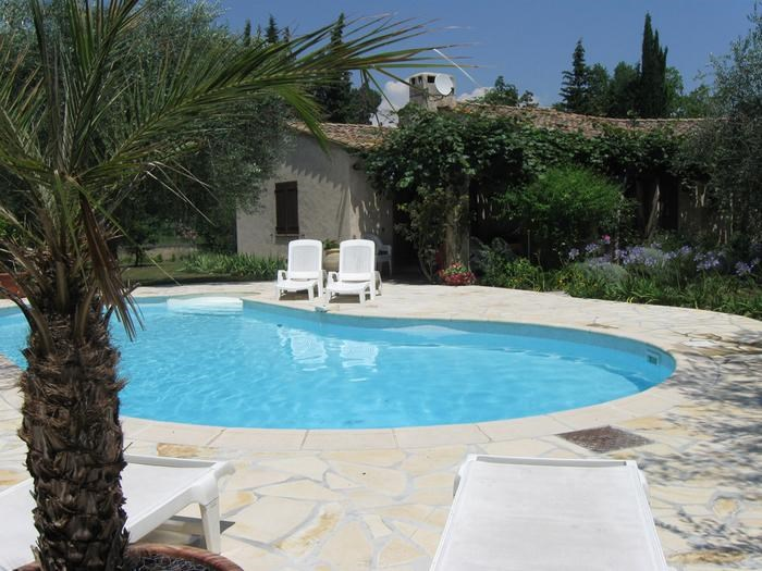 cheliviers location vacances gattières avec piscine