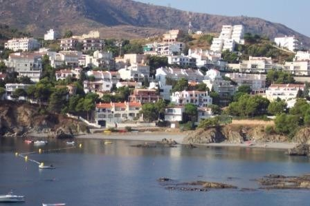 Maison au bord de la mer.