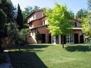 Magnifique villa écorer de façon chaleureuse, claire et très discrète.