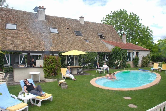 Location vacances Chivres -  Maison - 17 personnes - Barbecue - Photo N° 1