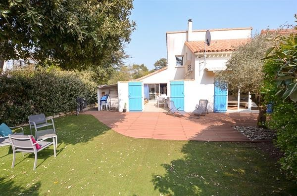 Location vacances Les Mathes -  Maison - 9 personnes - Terrasse - Photo N° 1