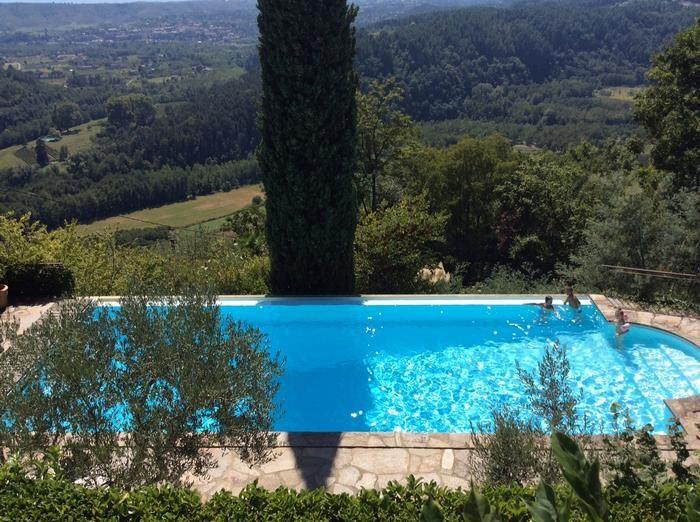 La piscine et la vue panoramique exceptionnelle